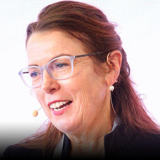 Gisela Maria Freisinger, Autorin manager magazin