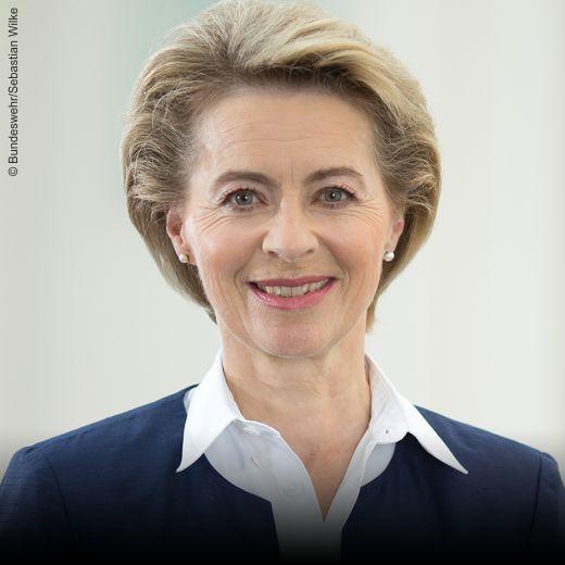 Ursula von der Leyen_Bundesverteidigungsministerin_Schirmherrin_herCAREER