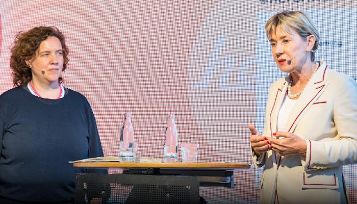 herCAREER Podcast: Alter? (K)ein Thema! Wie machtvolle ältere Frauen ihre Positionen in der Berufswelt neu definieren – und wer ihre größten Widersacher dabei sind.